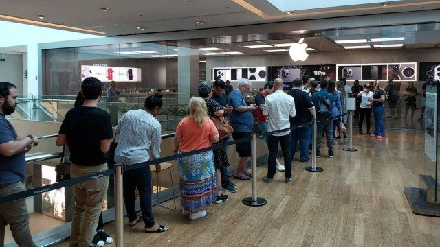 Lançamento do iPhone 11 no Brasil é marcado por filas e falta de estoque    iHelp BR